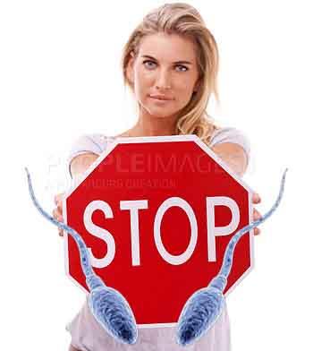 Девушка думает об экстренной контрацепции после акта