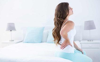 Девушка с симптомами ПМС